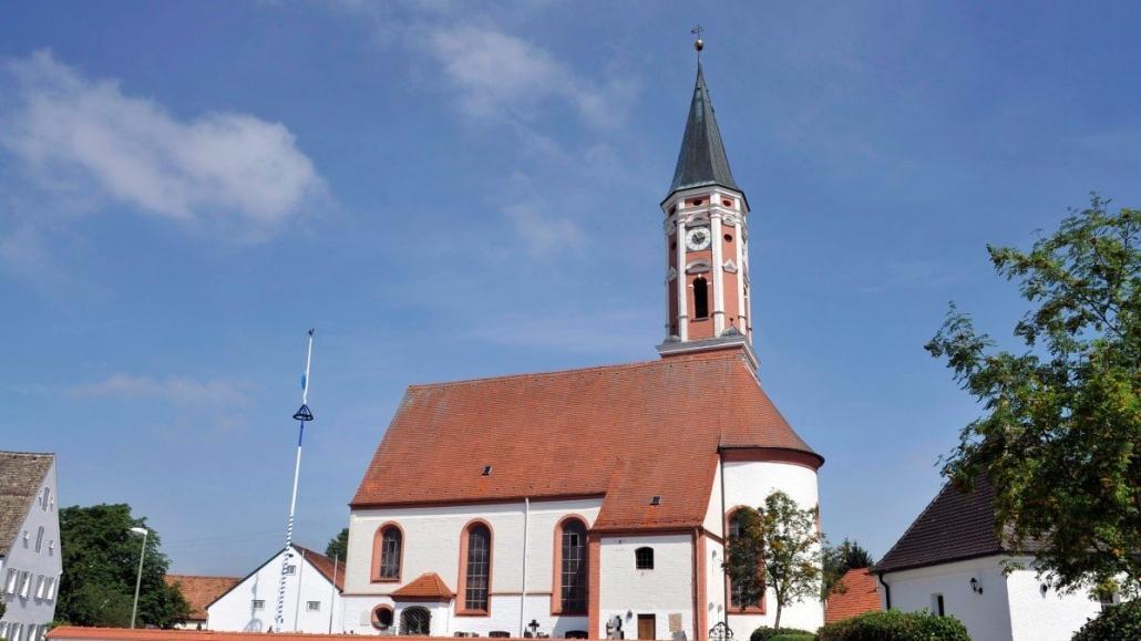 Rissverpressung am Mauerwerk einer Kirche